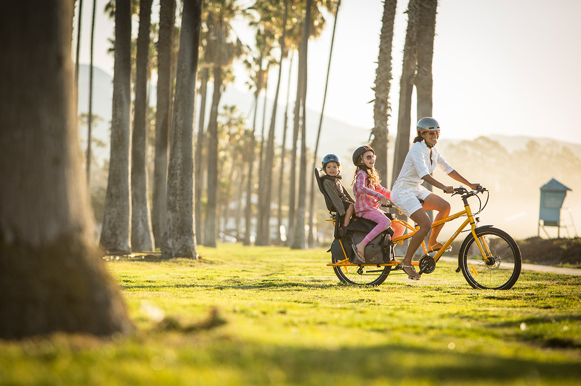 Carry kids by cargo bike