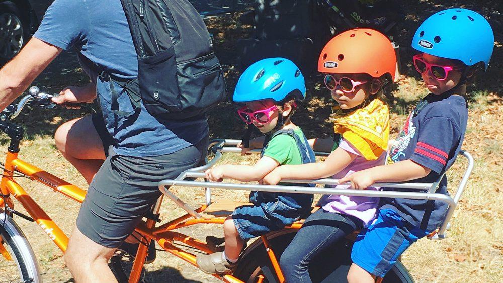 Yuba Cargo bike Mundo Classic carrying kids