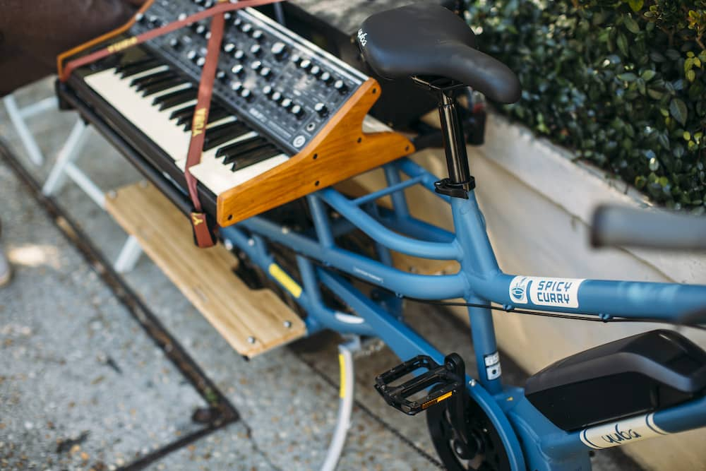 Yuba Spicy Curry Blue Rear Rack Keyboard